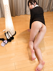 Cute japanese girl Aoi Shino legs pics